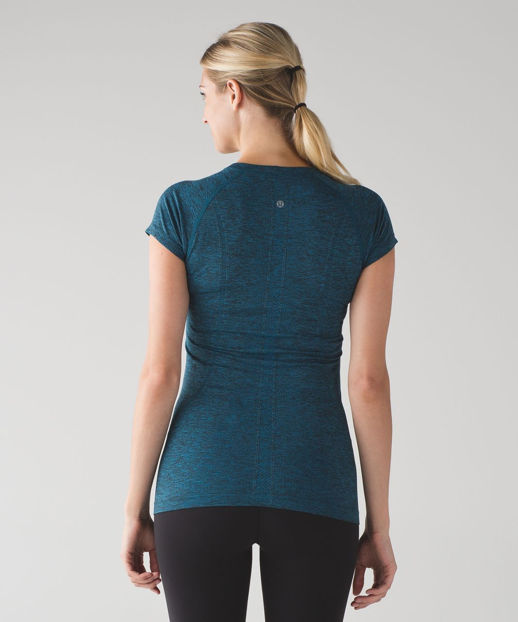 lululemon-swiftly-tech-short-sleeve-crew-capri-black-028292-33563